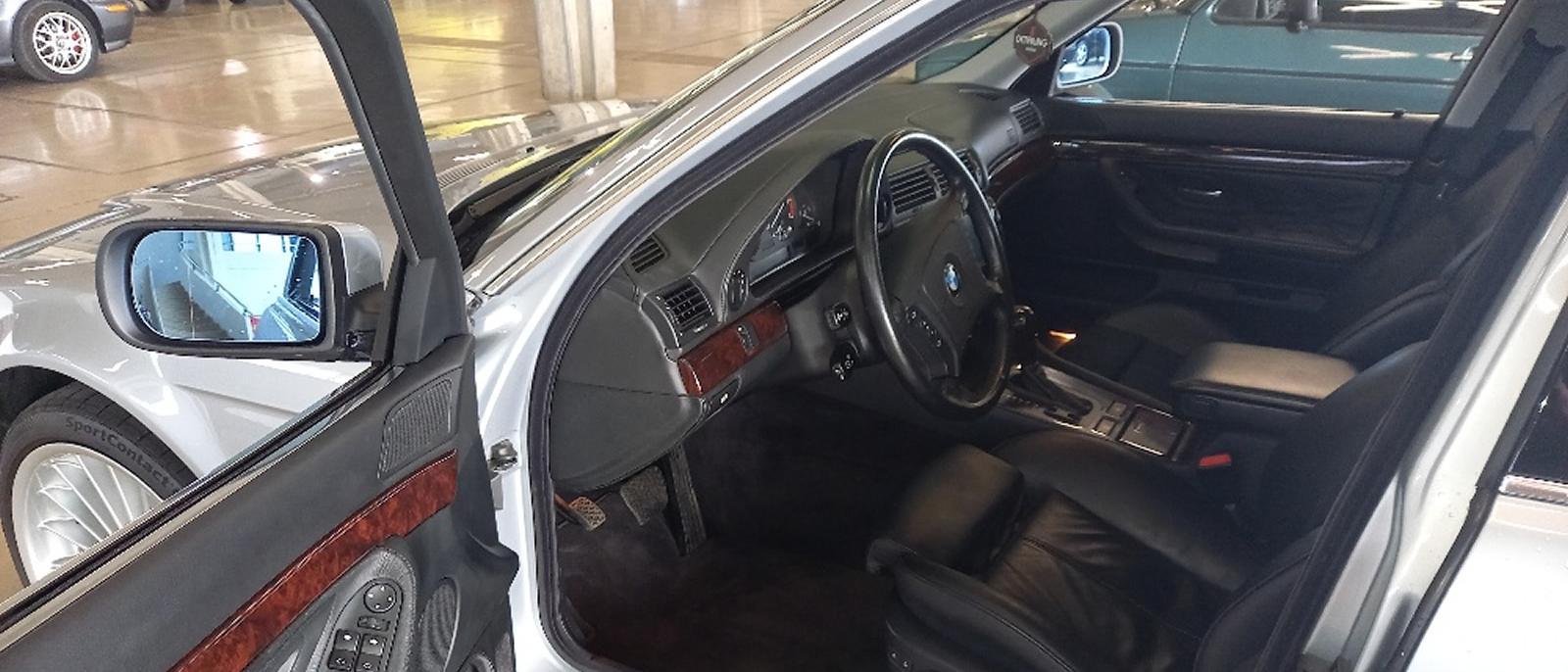 BMW 750i V12