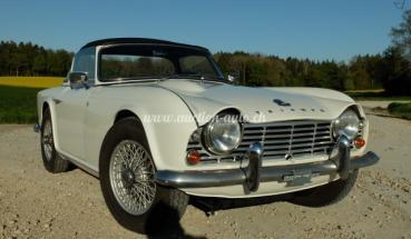 Triumph TR 4 + Surrey-Top